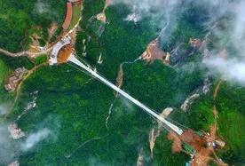 皇牌潘多拉、张家界森林公园、红色伟人故居、人间仙池宝峰湖、大峡谷玻璃桥、凤凰古城双高4日游